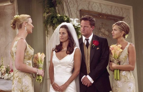 Friends Characters Monica Gellar and Chandler Bing Got Married 18 Years Ago!