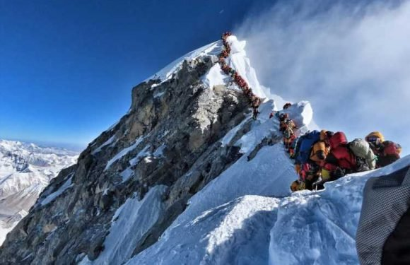Incredible photo shows climbers QUEUING to reach Mount Everest summit