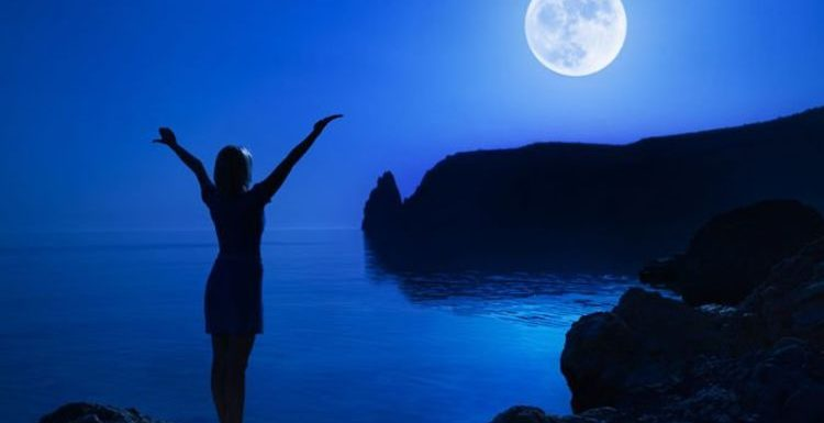 Blue Moon 2019: What times does the May Flower Moon rise? When can you see the Moon?