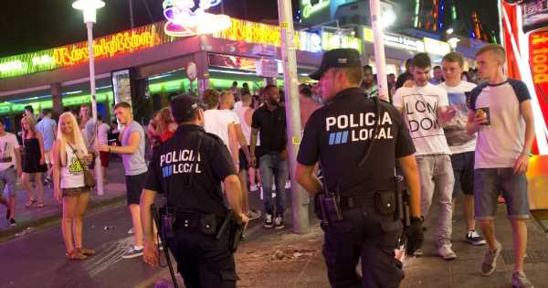 Brits in Magaluf warned as 'street sellers rob drunk tourists with bear hugs'