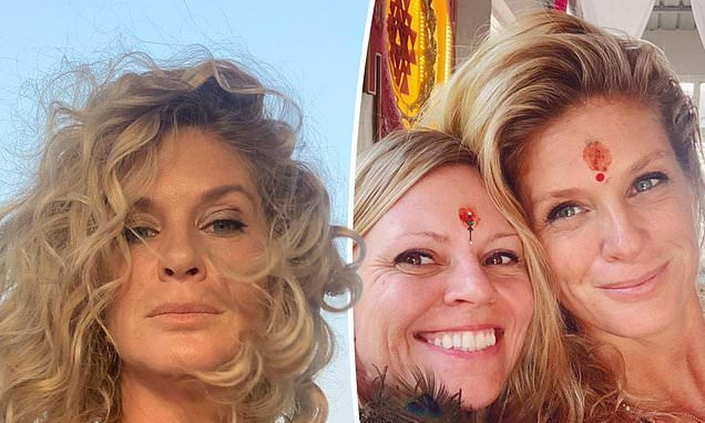 Supermodel Rachel Hunter, 49, shows off her wrinkle-free skin