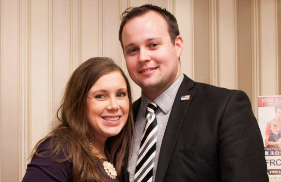 It's a girl!Anna Duggar reveals sex of baby No. 6 with Josh during beehive gender reveal