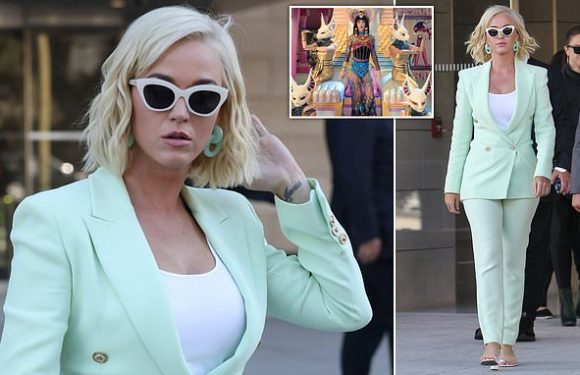 Katy Perry offers to sing song she is accused of stealing at court