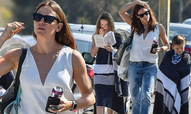 Jennifer Garner suffers wardrobe malfunction as she picks up her kids
