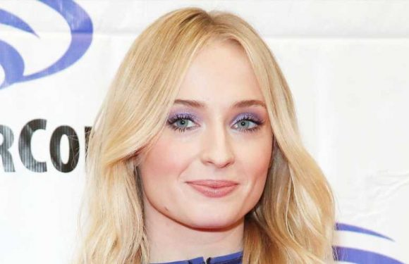 Sophie Turner Defends Her Socks and Sandals Combo on Twitter