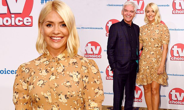 TV Choice Awards: Holly Willoughby looks stunning on red carpet
