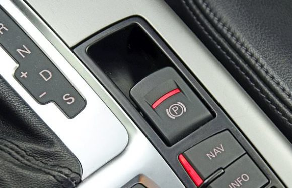 Car makers to leave handbrakes off and switch to electronic devices
