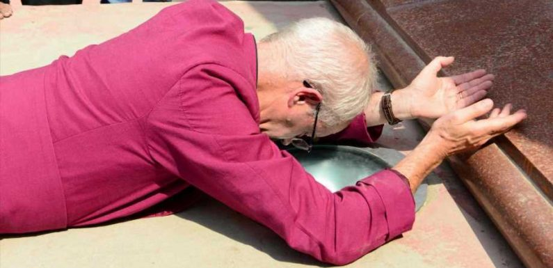 Archbishop of Canterbury throws himself on floor and apologises on behalf of Britain for 'terrible atrocity' during visit to site of 1919 Amritsar massacre in India