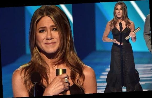 Jennifer Aniston given Icon Award at 2019 People's Choice Awards in LA