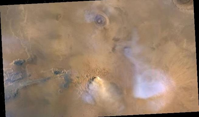 50-mile-high dust towers could have drained Mars's water supply