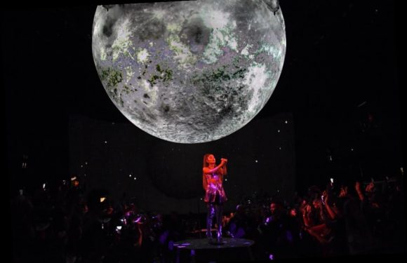 Concert Review: Ariana Grande Stuns Raleigh With Her Live Vocals