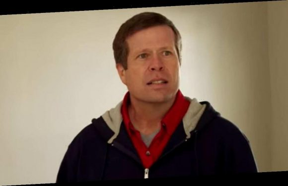 Counting On's Jim Bob Duggar gets knocked down during family fun night