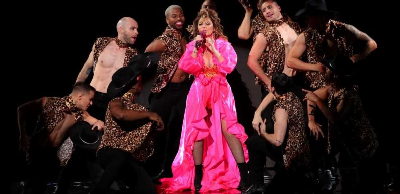 Watch Shania Twain Cover Drake, Play Celebratory Hits Medley at AMAs
