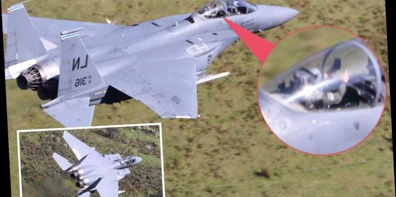 Co-pilot of F15 Strike Eagle US fighter jet takes awesome selfie while soaring above Snowdonia