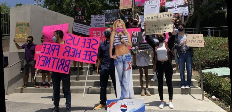 #FreeBritney Protesters Make Their Presence Known at Spears' Latest Conservatorship Hearing