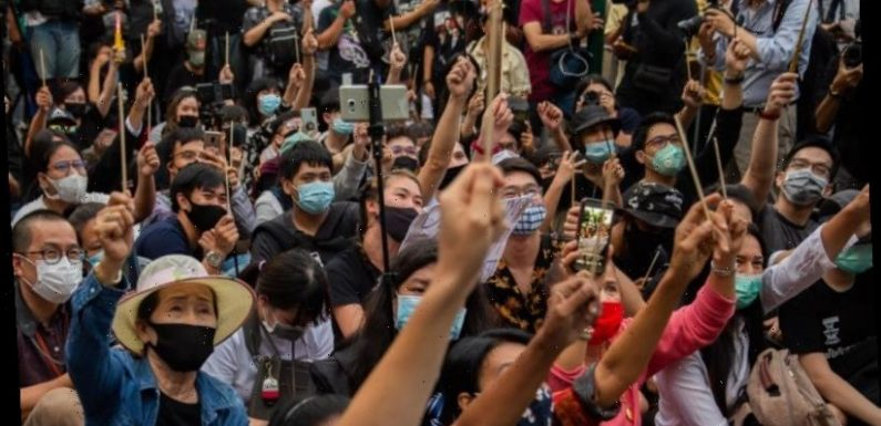 Rare Thai protests against monarchy, government have no easy solutions