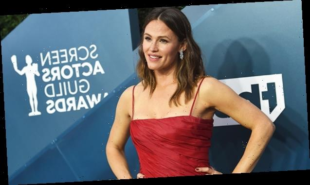 Jennifer Garner, 48, Jokes About Gaining The 'COVID 19' With Epic Clapback When Fan Asks If She's Pregnant