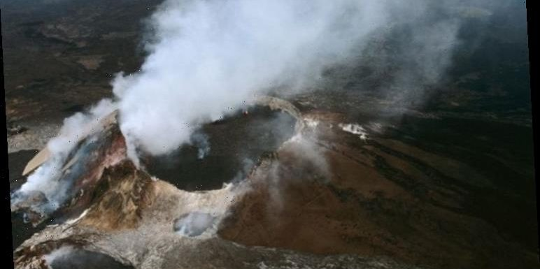 Hawaii volcano: Bizarre image shows SCORCHING lake deeper than ten story building