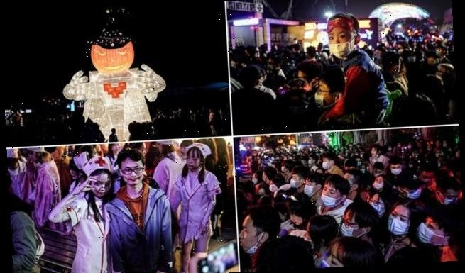 Crowds gather in Wuhan amusement park to celebrate Halloween