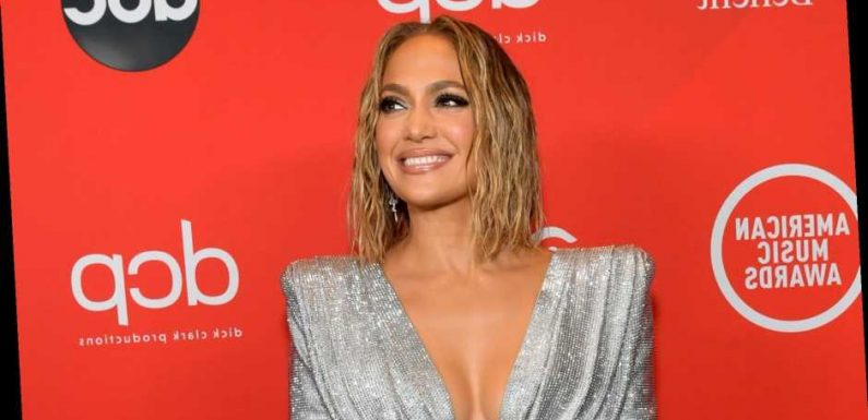 Jennifer Lopez's AMAs Hair Is Wet and Wavy