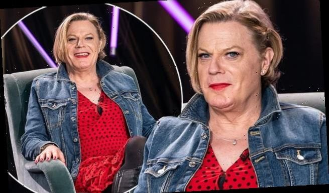 Eddie Izzard praised for requesting use of 'she' and 'her' pronouns