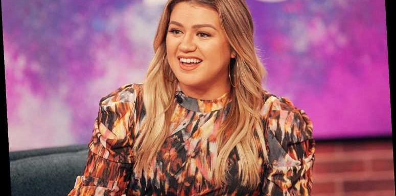 Kelly Clarkson Finds Coloring with Her Kids 'Therapeutic' amid Divorce: 'It's Really Soothing'