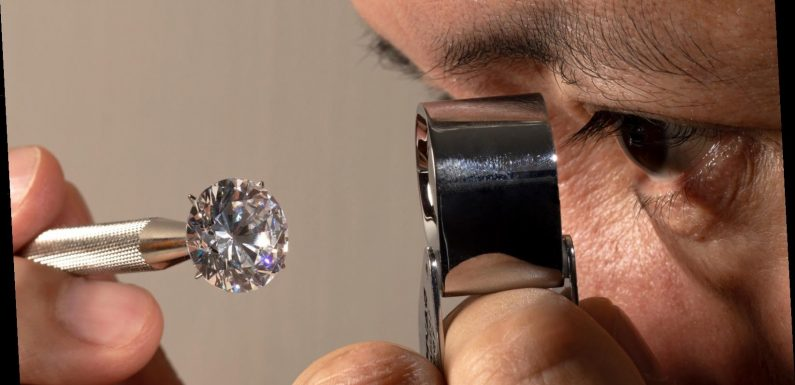 Here's The Real Difference Between Real And Synthetic Diamonds
