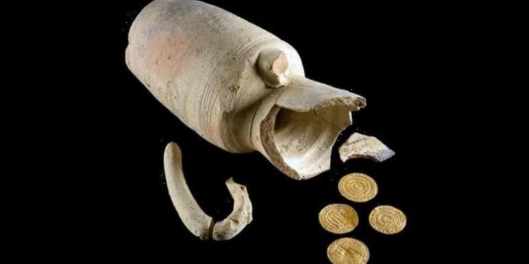 Archaeology news: Rare gold coins from Israel's Islamic Period discovered in pottery jug