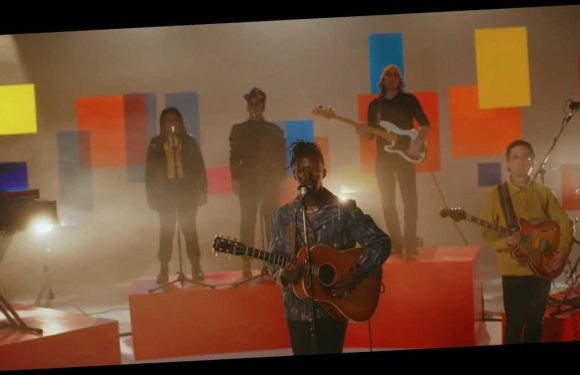 Black Pumas Deliver Tender Rendition of 'Colors' on 'Colbert'