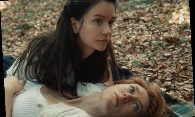'The World to Come' Film Review: 2 Lonely Women Find Romance in Bleak Frontier Drama