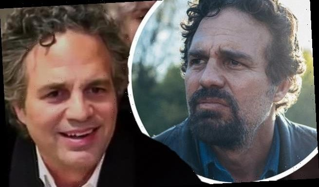 Mark Ruffalo gets choked up while accepting his Golden Globe