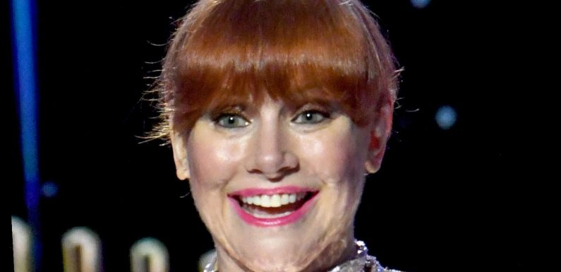 Why Golden Globes Fans Are Roasting Bryce Dallas Howard's Dress