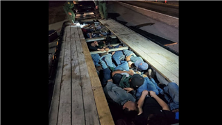 Border Patrol agents in Texas discover 18 adults, 2 kids hiding under a truck's trailer boards