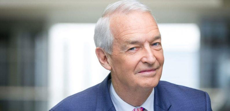 Inside presenter Jon Snow's family life as he quits Channel 4 after 32 years