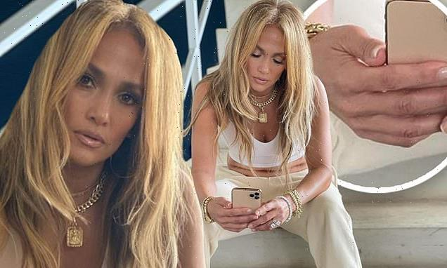 Jennifer Lopez leaves off her $1 MILLION engagement ring