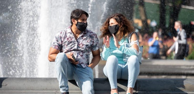 You don't always have to wear a mask outside. Experts share 'really simple' ways to know when you need one and when you don't.