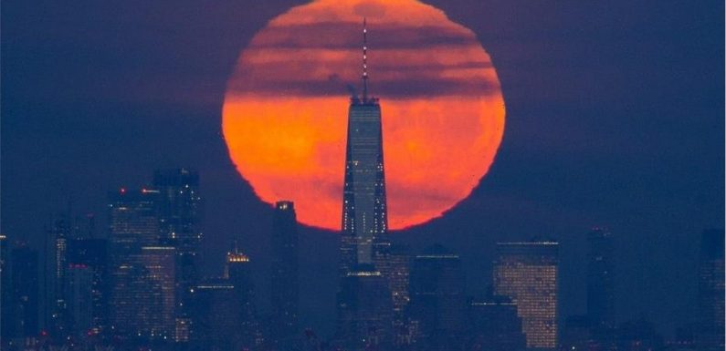Cosmic 2-for-1: Total lunar eclipse combines with supermoon