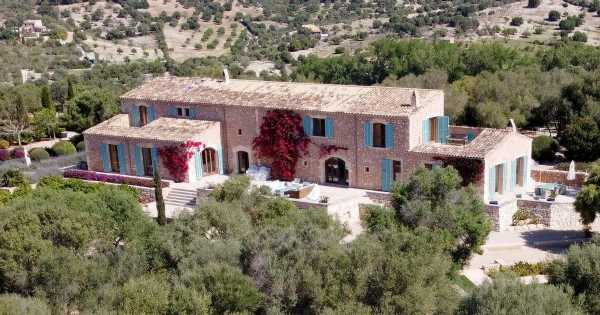Iconic Love Island villa has 'crumbling walls and no Hideaway' before new series