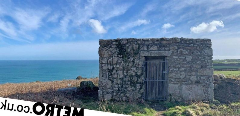 This 'loo with a view' in Cornwall is up for sale at £20,000