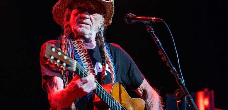 Willie Nelson's Outlaw Music Festival Tour Announces 2021 Dates