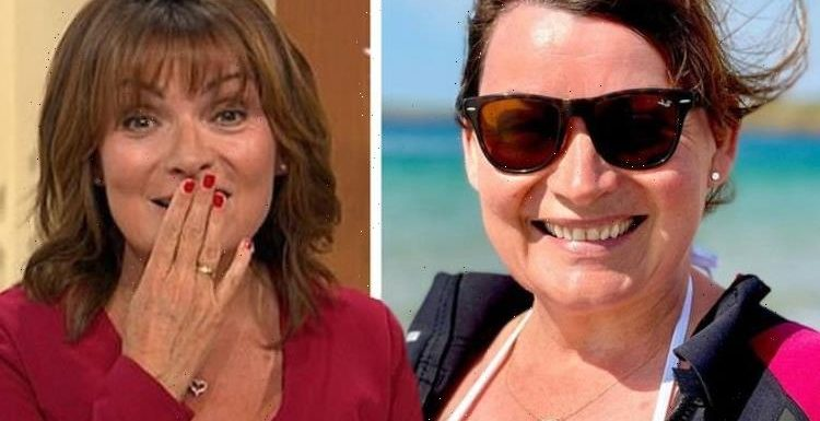 Lorraine Kelly leaves fans speechless at her 'natural beauty' in busty snap