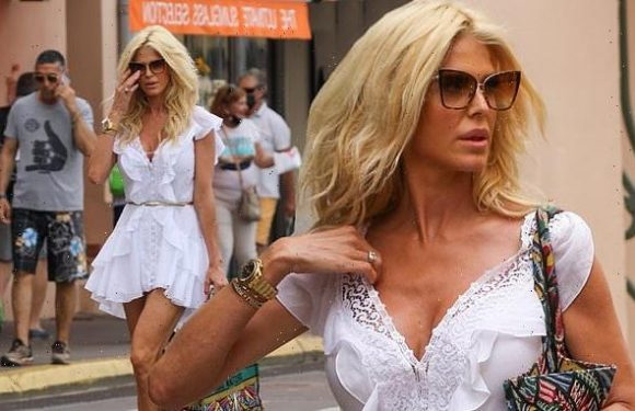 Victoria Silvstedt puts on a VERY leggy display in Saint Tropez
