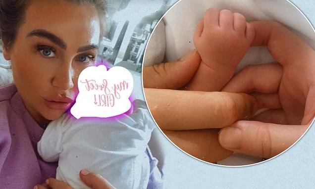 Lauren Goodger shares selfie with newborn baby Larose