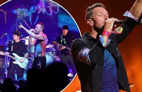 Coldplay wow a crowd of thousands at New York gig