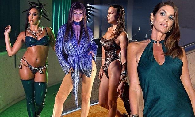 Rihanna enlists A-list! Star recruits celebs forSavage X Fenty Show
