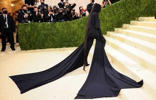 The Best Fan Reactions to Kim Kardashian West's Met Gala Look
