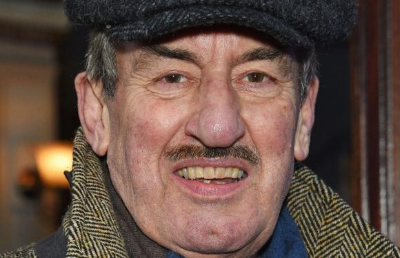 Only Fools' John Challis laid to rest in eco-coffin with trademark cap on top